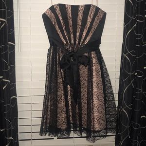 Maxandcleo Formal strapless dress. Size 8